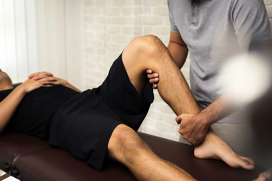 Oakville Physiotherapy knee treatment physiotherapist and male patient